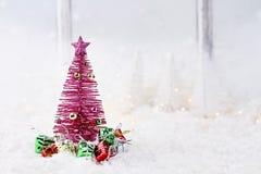 Rosa Retro- Weihnachtsbaum Stockfotos