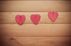 Rosa rossa Cuore su priorità bassa di legno Fotografia Stock Libera da Diritti