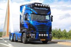 Rosa Scanias R730 von Nima Transport Lizenzfreie Stockfotografie