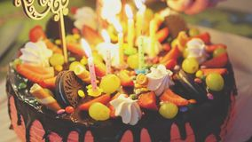 Rosa Schokoladenkuchen stock video