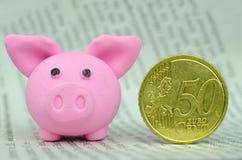 Rosa Schwein mit Eurocents Stockfoto