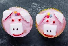 Rosa Schweinkleine kuchen schließen oben stockfotos