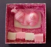 Rosa Seife eingestellt für Baby Stockfotografie