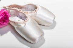 rosa skor för balett Arkivbilder