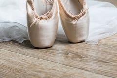 rosa skor för balett Arkivfoto