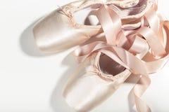 rosa skor för balett Arkivbild