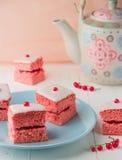 Rosa sockerkaka med driftstopp Royaltyfri Bild