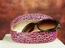 rosa solglasögon för fall Arkivbilder
