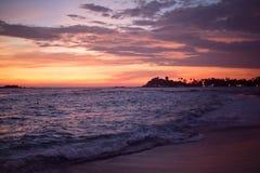 Rosa solnedgångstrandSri Lanka sjösida Arkivfoton