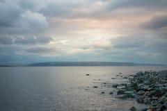 Rosa Sonnenuntergang auf dem Barentssee, Finnmark, Norwegen Stockfotografie