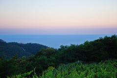 Rosa Sonnenuntergang auf dem Meer lizenzfreie stockbilder
