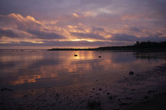 Rosa Sonnenuntergang und Sturmwolken lizenzfreies stockbild