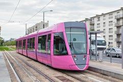 Rosa spårvagn i Reims Arkivfoto