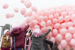 Rosa steigt Brustkrebs im Ballon auf Lizenzfreie Stockbilder