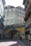 Rosa Straße am Nachmittag Stockfotos