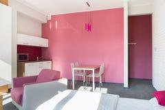 Rosa Studiohaus Stockbild