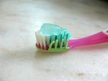 rosa tandborste för paste royaltyfri fotografi