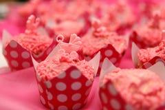 Rosa Taufe der kleinen Kuchen Stockfotos