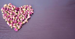 Rosa Tee in Form von Herzen Stockfotografie