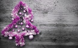 Rosa Tinsel Christmas Tree, kopieringsutrymme Arkivbilder