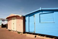 Rosa und Blau gemalte Sommer-Strand-Hütten Stockfotografie