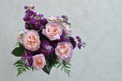 Rosa und purpurroter Blumenstrauß Lizenzfreie Stockbilder