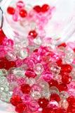 Rosa und rote Perlen Stockbild