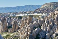 Rosa und rotes Tal nahe Goreme, Cappadocia lizenzfreies stockbild