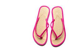 Rosa- und Strohflipflop sandalw auf einem weißen Hintergrund stockfotografie