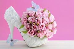 Rosa und weißes Themahochzeits-Blumenstraußkonzept Stockfotos