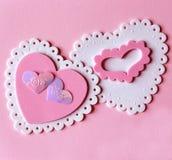 rosa valentinwhite för hjärtor arkivbilder