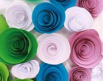 Rosa variopinta artificiale che è fatta a mano Immagini Stock