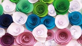 Rosa variopinta artificiale che è fatta a mano Fotografie Stock Libere da Diritti