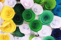 Rosa variopinta artificiale che è fatta a mano Fotografie Stock