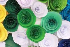 Rosa variopinta artificiale che è fatta a mano Fotografia Stock Libera da Diritti