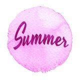 Rosa vattenfärgcirkel med ordsommar royaltyfri illustrationer