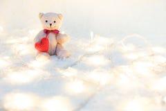 Rosa vermelha Corações vermelhos Teddy Bears no abraço, abraçando han Imagem de Stock Royalty Free