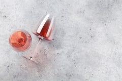 Rosa vinexponeringsglas royaltyfri fotografi