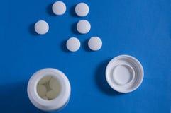 rosa white för pills Arkivfoton