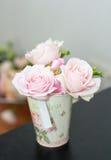 Rosafarbene Anordnung des Rosas Stockbilder