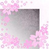 Rosafarbene Blumen auf Kratzern Stockfotos