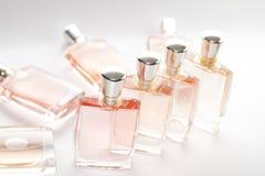 Rosafarbene Duftstoffflasche Stockfoto