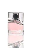 Rosafarbene Duftstoffflasche stockbild