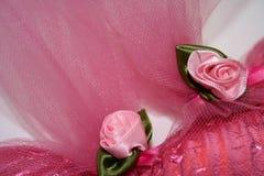 Rosafarbene Farbband-Rosen Stockfotografie