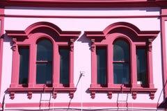 Rosafarbene Fenster Stockfotografie