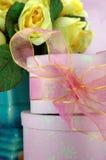 Rosafarbene Geschenk-Überraschung Lizenzfreie Stockbilder