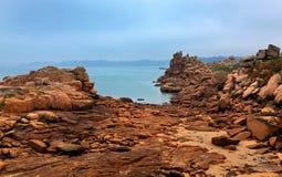 Rosafarbene Granit-Küste Lizenzfreie Stockfotografie