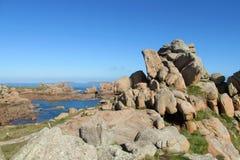 Rosafarbene Granitküste in Frankreich Stockfoto