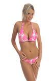 Rosafarbene Hibiscus-Bikini-Blondine Lizenzfreie Stockfotos