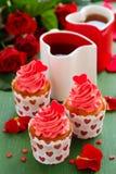 Rosafarbene kleine Kuchen Stockbilder